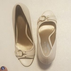 Anne Klein open toe shoes size 8,5 M